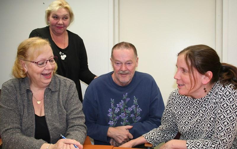 Kuvassa takana Sari Satokangas ja Aimo Niiranen, edessä Anne Pokka ja Anne Teittinen.